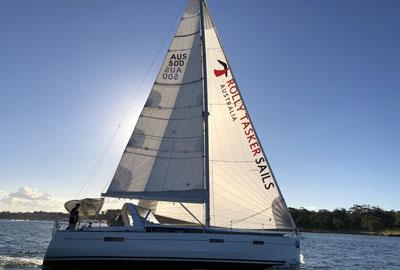 Yacht mit Rolly Tasker Segel in Australien