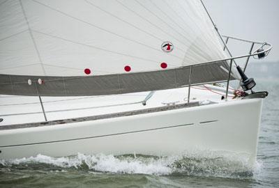 Yacht mit Rolly Tasker Vorsegel