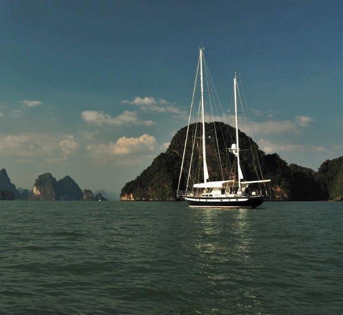 Yacht vor Anker Phang-Nga-Bucht Thailand
